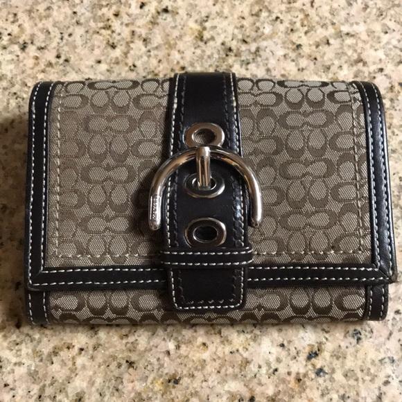 Coach Handbags - 🔴Authentic Signature Coach Wallet w/9 pockets